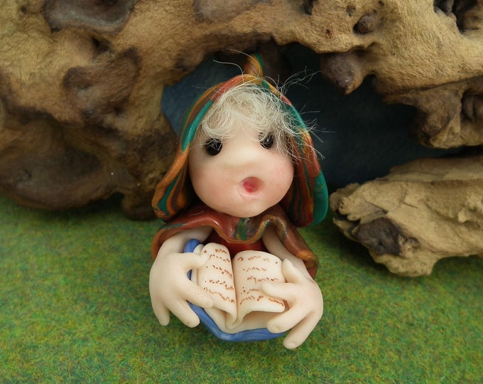 """Library Assistant Gnome 'Daffa' reading from very important book * Ann Galvin * 2+1/2"""" Sculpt OOAK"""