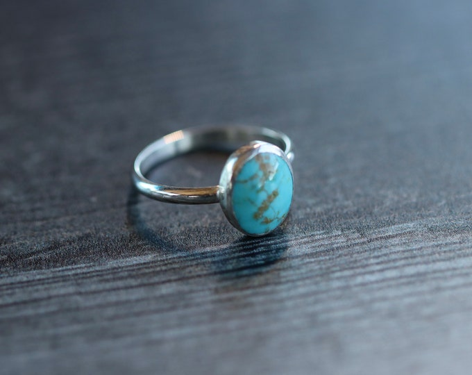 Sweet Handmade Sterling Silver and Kingman Mine Turquoise Ring Size 5