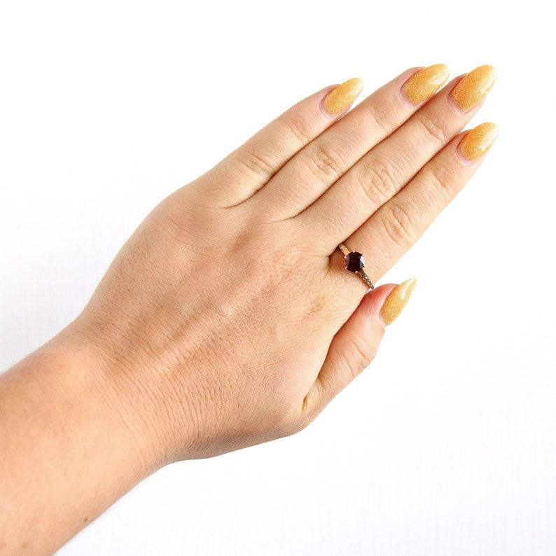 14K Or Jaune 1 pierre rouge Natural Ruby VINTAGE gravé milgrin Ring Taille 7.75