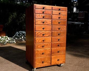 Vintage Industrial 20 Drawer Oak Jewelers Cabinet on Casters / Vintage Oak Tool Cabinet / Old Wood Machinists Shop Cabinet / Distressed USED