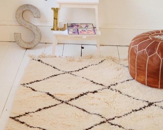 FREE SHIPPING>> Vintage Moroccan White Beni Ouirain Rug, Vintage,Moroccan Carpet,Hand Woven Rug, Bohemian Rugs, Xmas Gifts, 5.9 x 3.9 ft
