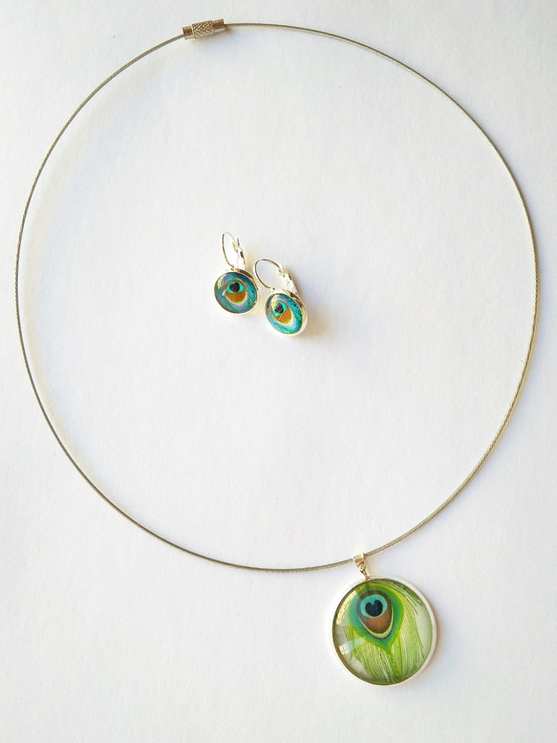 Peacock Feather Necklace and Earrings Jewellery Set Green and Blue Bird Plumage Illustration with Glass Cabochon in Silver Tone Setting