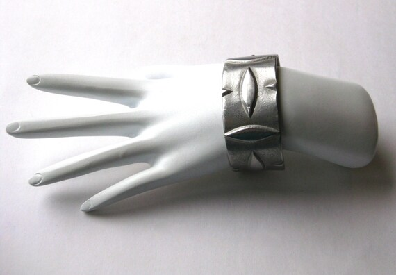 Vintage 60s 70s Pewter Abstract Wide Cuff Bracelet - image 3