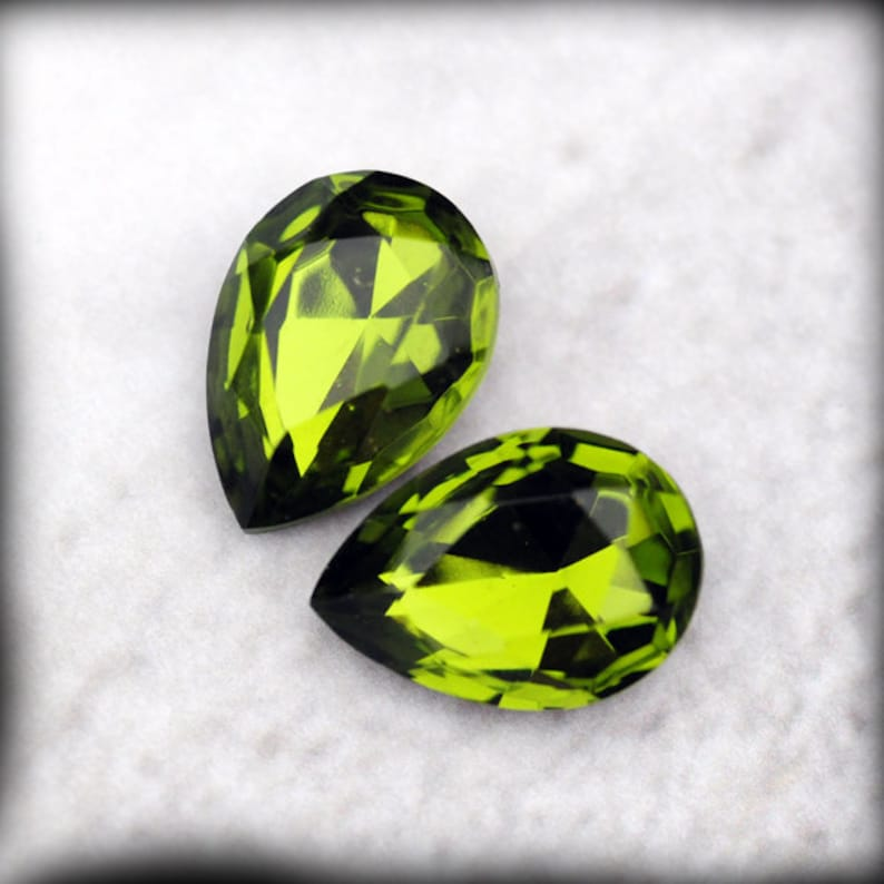 c8c214bee8cd LOVELY 18x13mm Olivine Pear Faceted Glass Jewels Gems Stones