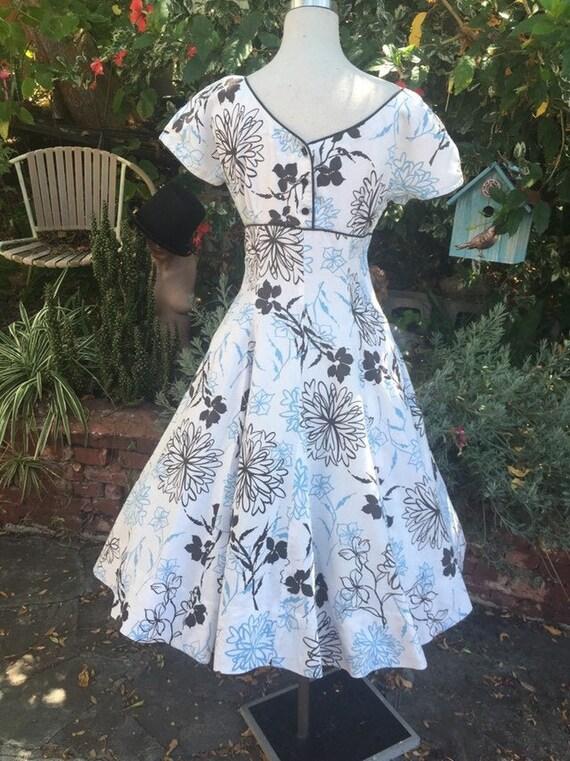 Vintage 50s floral print dress/ sundress/cotton/bu