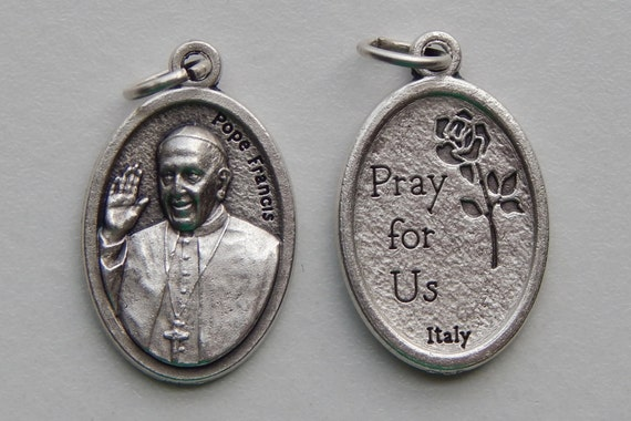 Patron Saint Medal Finding - Pope Francis, Pray, Die Cast Silverplate, Silver Color, Oxidized Metal, Made in Italy, Charm, Drop
