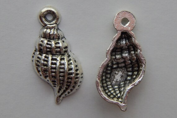1 Piece of Metal Jewelry Charm - 19mm Banded Tulip Shell, Seashell, Beach, Drops, Single Sided, Silver Color, Base Metal, Top Loop