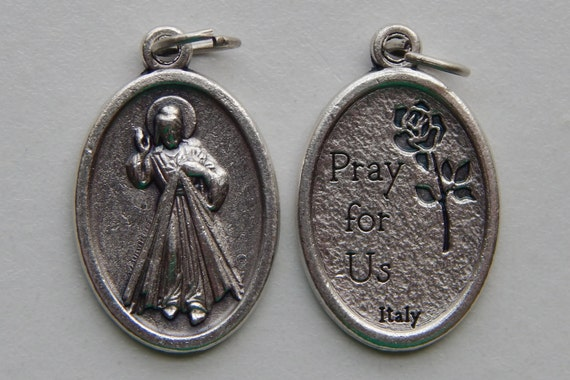 Patron Saint Medal Finding - Divine Mercy, Pray, Die Cast Silverplate, Silver Color, Oxidized Metal, Made in Italy, Charm, Drop