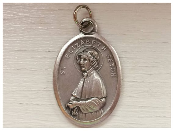 5 Patron Saint Medal Findings, St. Elizabeth Seton, Die Cast Silverplate, Silver Color, Oxidized Metal, Made in Italy, Charm