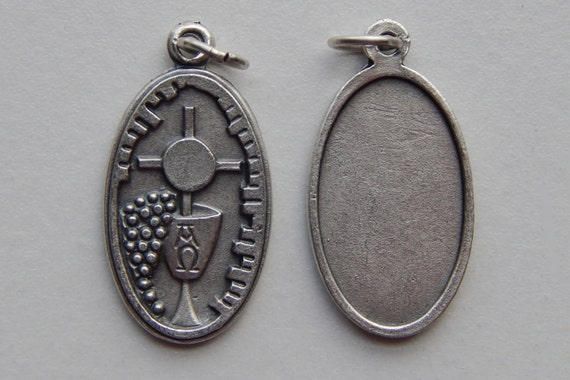 5 Patron Saint Medal Finding - Holy Eucharist, Communion, Die Cast Silverplate, Silver Color, Oxidized Metal, Made in Italy, Charm