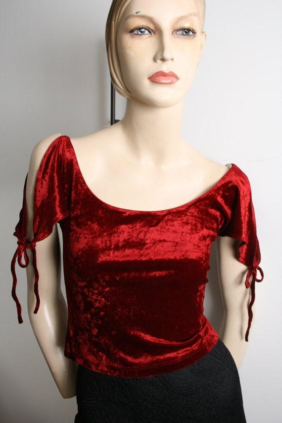 BEBE burgundy crushed velvet crop top slit sleeve… - image 3