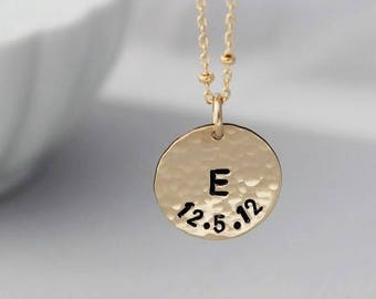 Mothers necklace • Mommy jewelry • Gold initial jewelry • New mom gift • Hammered disc • Simple jewelry