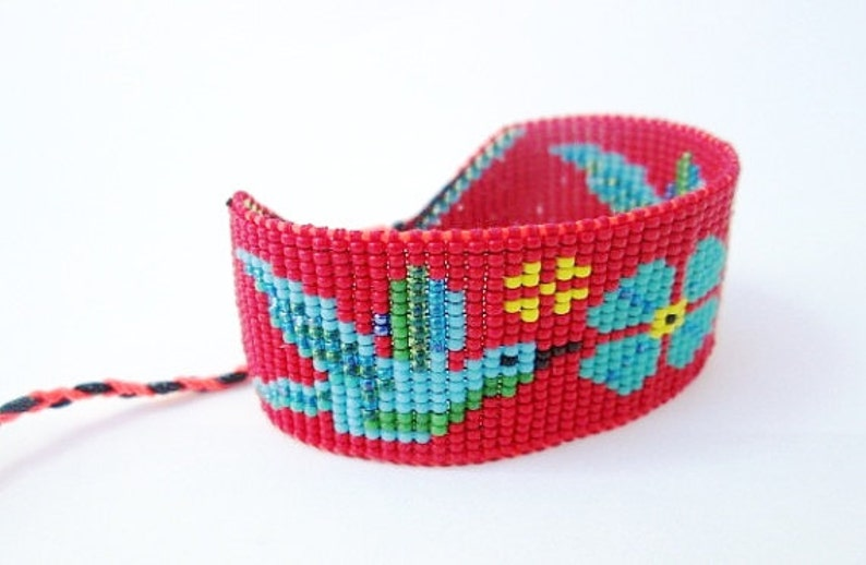 Red and Blue Beaded Hummingbirds and Flower Bracelet