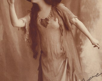 Miry Cassari Belle Epoque Stage Performer in a Lovely Big Hat, dedicated, circa 1912