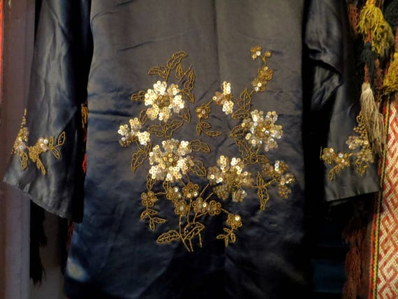 SALE 1920s Silk Embroidered Sequin and Beaded Kim… - image 9