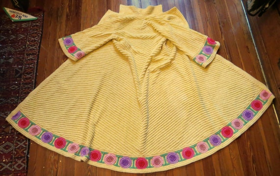 40s/50s Bright Yellow Chenille Robe w/Colorful Dec