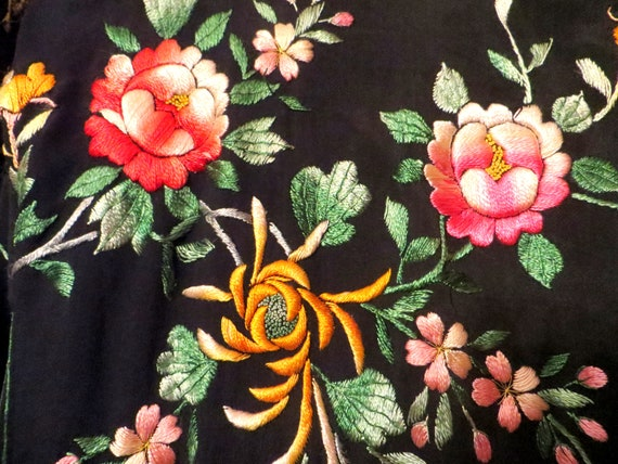 Silky Rayon 40s Hand Embroidered Kimono/Robe/Coat - image 9