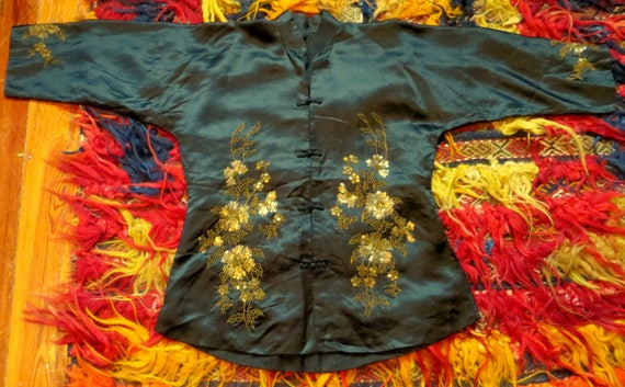 SALE 1920s Silk Embroidered Sequin and Beaded Kim… - image 7