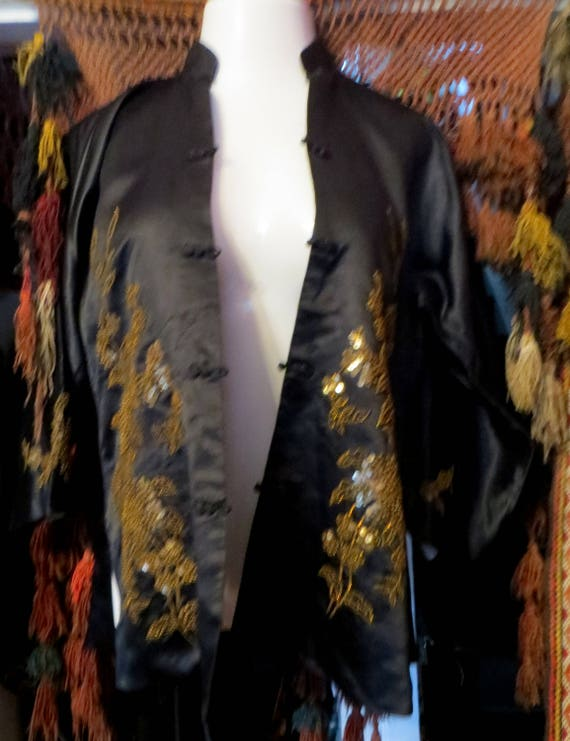 SALE 1920s Silk Embroidered Sequin and Beaded Kim… - image 5