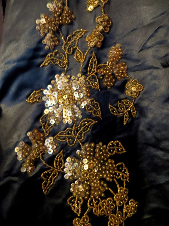 SALE 1920s Silk Embroidered Sequin and Beaded Kim… - image 3