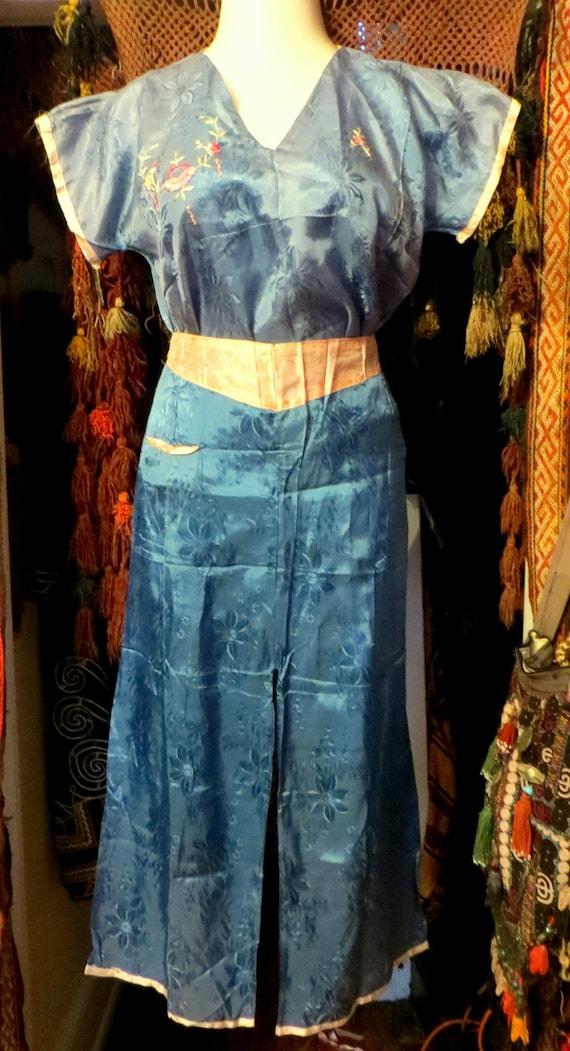 1930s/40s Asian Silk Embroidered Beach Pajamas - image 2