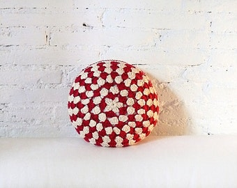 Round Pillow Crochet- ecru and red