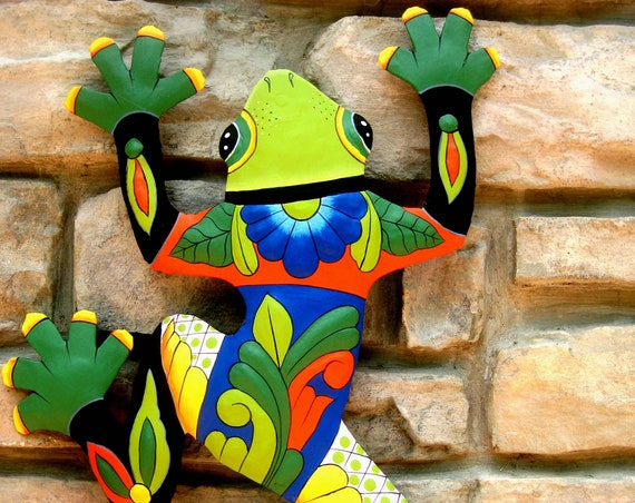Painted Metal Frog Wall Hanging, Painted Garden Decor, Tropical Decor, Outdoor Metal Wall Art, Tropical Metal Art, Outdoor Garden Art, 702GR