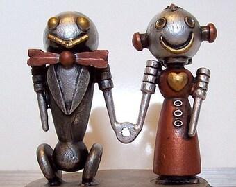 Robot mariée et le marié de gâteau de mariage classique V2 avec robe rouge tenant mains Statues bois avec Base