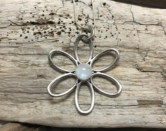 glass pendant, glass necklace, fused glass necklace, flower pendant, daisy pendant, dichroic glass, dichroic glass jewerly, glass jewelry