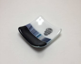 Fused glass plate, skull plate, sugar skull, handmade glass dish, dish, home decor, jewelry dish, candy dish, spoonrest, dish, fused glass