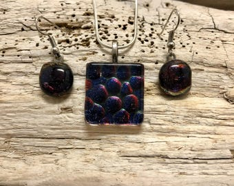 Dichroic glass jewelry, handmade dichroic glass, fused glass, fused glass set, dichroic glass set, Dichroic glass pendant set