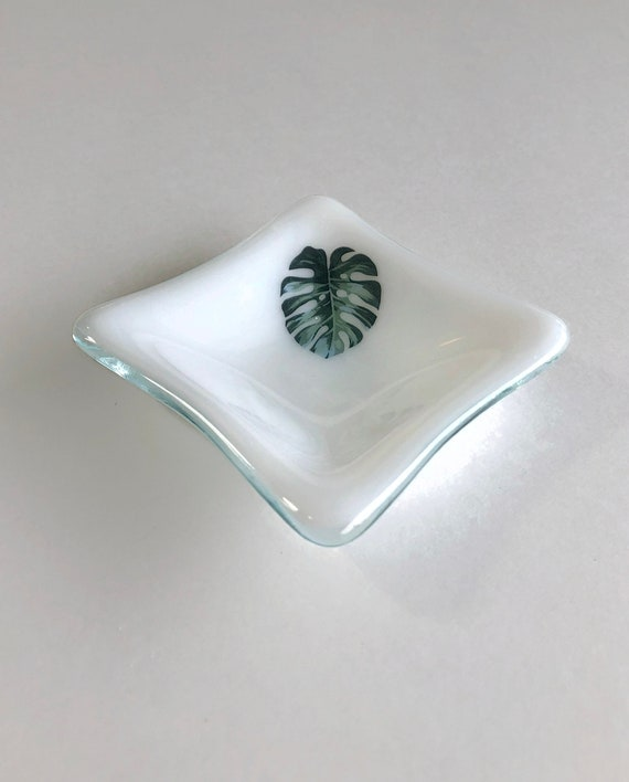 Glass plant plate, monstera leaf, gifts for her, fused glass plate, unique art, plant art, Fused glass art, Plant home decor, unique gifts