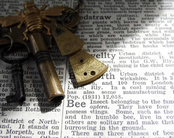 Steampunk Bee Vintage Clock Key Necklace - TIME to JUST BEE Ed2- brass bee - key Etsy uk statement jewellery