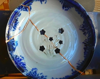 Kintsugi Kintsukuroi handmade bowl flowers blue white