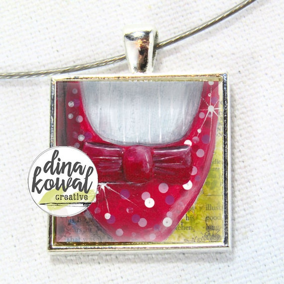 Wizard of Oz - Dorothy shoe - domed glass tile pendant necklace