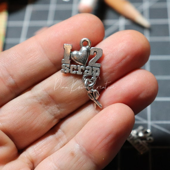 I Love to Scrap - pewter charm, silver finish