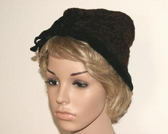 """Vintage Vtg Mr. John Jr. Ladies 2-Tone Velvet Cloche Hat - 21 1/2"""" - One Size"""