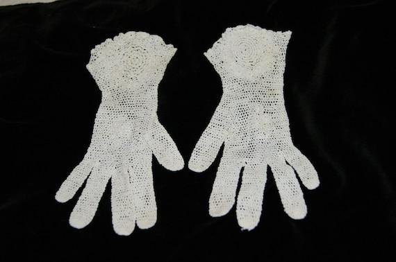Vintage White Crochet Lace Gloves Flared Wrist Ga… - image 4