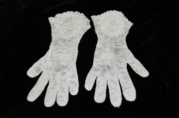 Vintage White Crochet Lace Gloves Flared Wrist Ga… - image 5