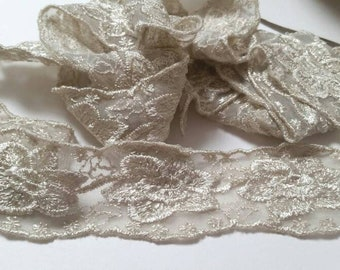Vintage Floral Lace Sewing Trim 1 Yard- Journals, Doll Clothes, Crafting, Cardmaking, Scrapbooks, Planners