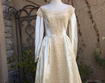 Vintage 1950s R.H. STEARNS Co liquid satin ivory lace sequin illusion buttuns wedding dress size Xs