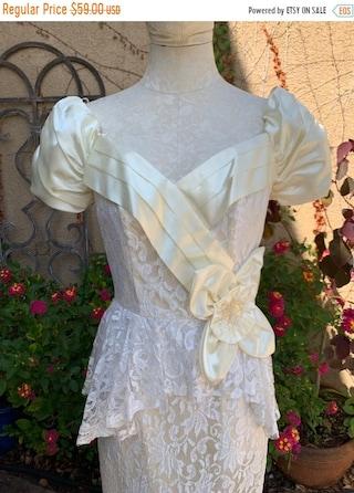 ON SALE Vintage 1960s 1970s ivory lace satin Peplum victorian prairie wedding romantic dress size Xs