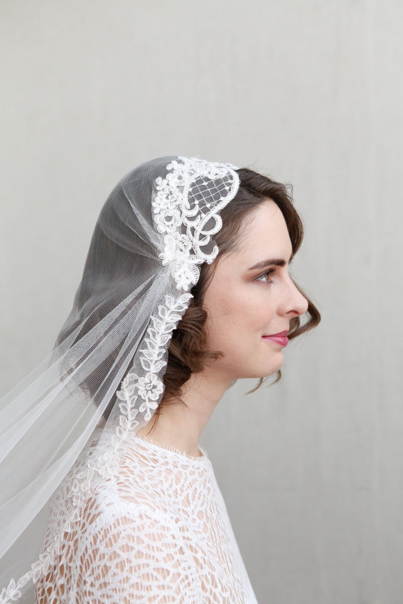 b704dc4c42c41 Juliet cap veil in champagne off white or ivory 1930s