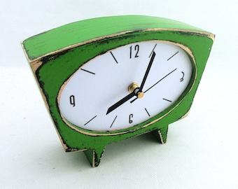 SILENT Green Desk Clock, Wood Table Clock, NO TICKING Handmade clock, Green decor, Vintage style wood clock, Mothers day gift, Spring trends
