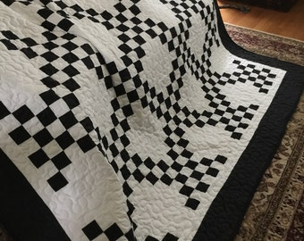 Quilt Irish Chain Black and White Queen with Black Border