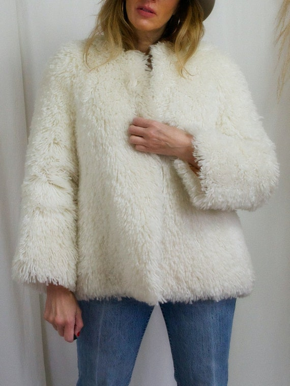 Vintage 70's Creamy Vanilla Bohemian Carpet Shag R
