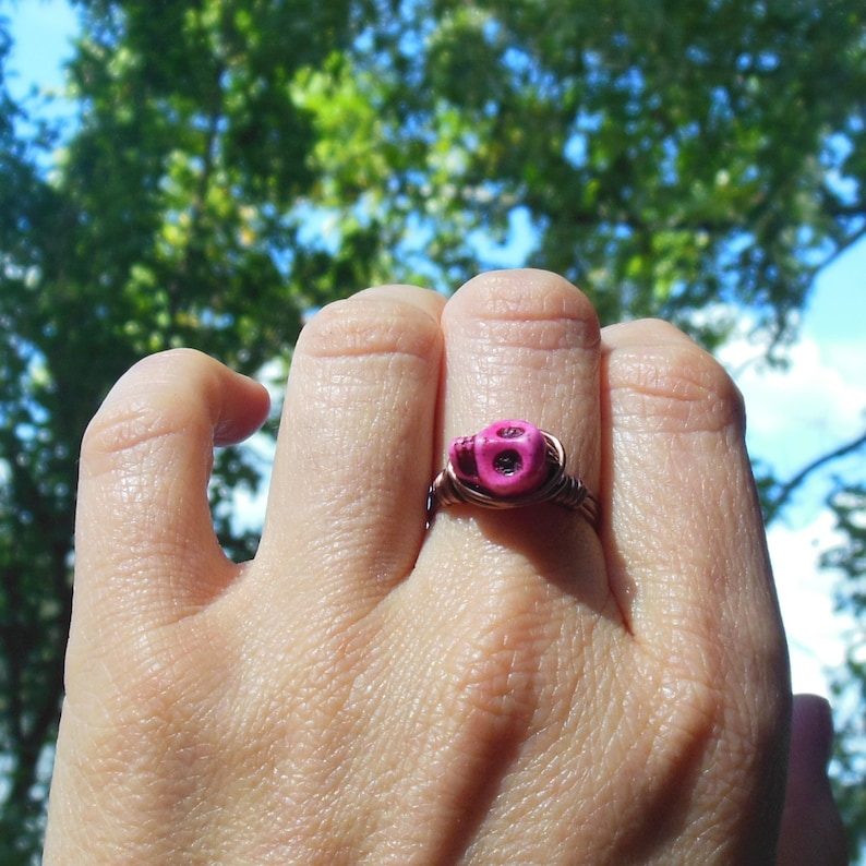 hot pink howlite D\u00eda de Muertos skull gemstone handmade size 8.5 8 12 Day of the Dead antique copper wire wrapped stone Ring