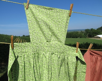 """Pinner Apron - Green leaf pattern - 49"""" or 54"""" total length - 82"""" long ties - pins available - for Civil War / Colonial / prairie reenacting"""