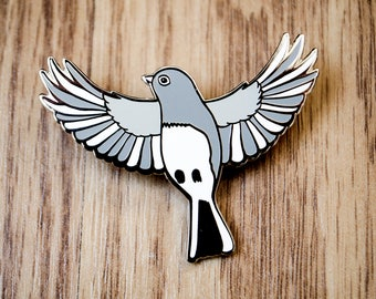 Bird enamel pin, bird lover gift, animal pins, nature lover gift, bird pin, enamel pin bird, cute enamel pin, backpack pins, nature pin