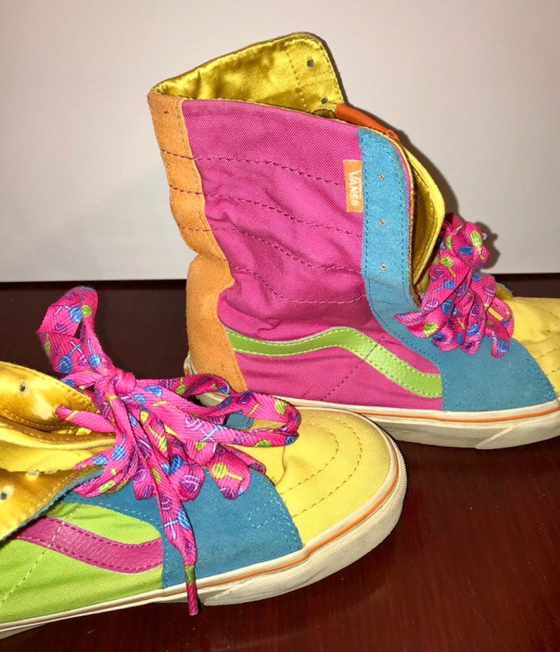 b45ffdb0e29329 Vintage retro pink and white off the wall Vans shoes made